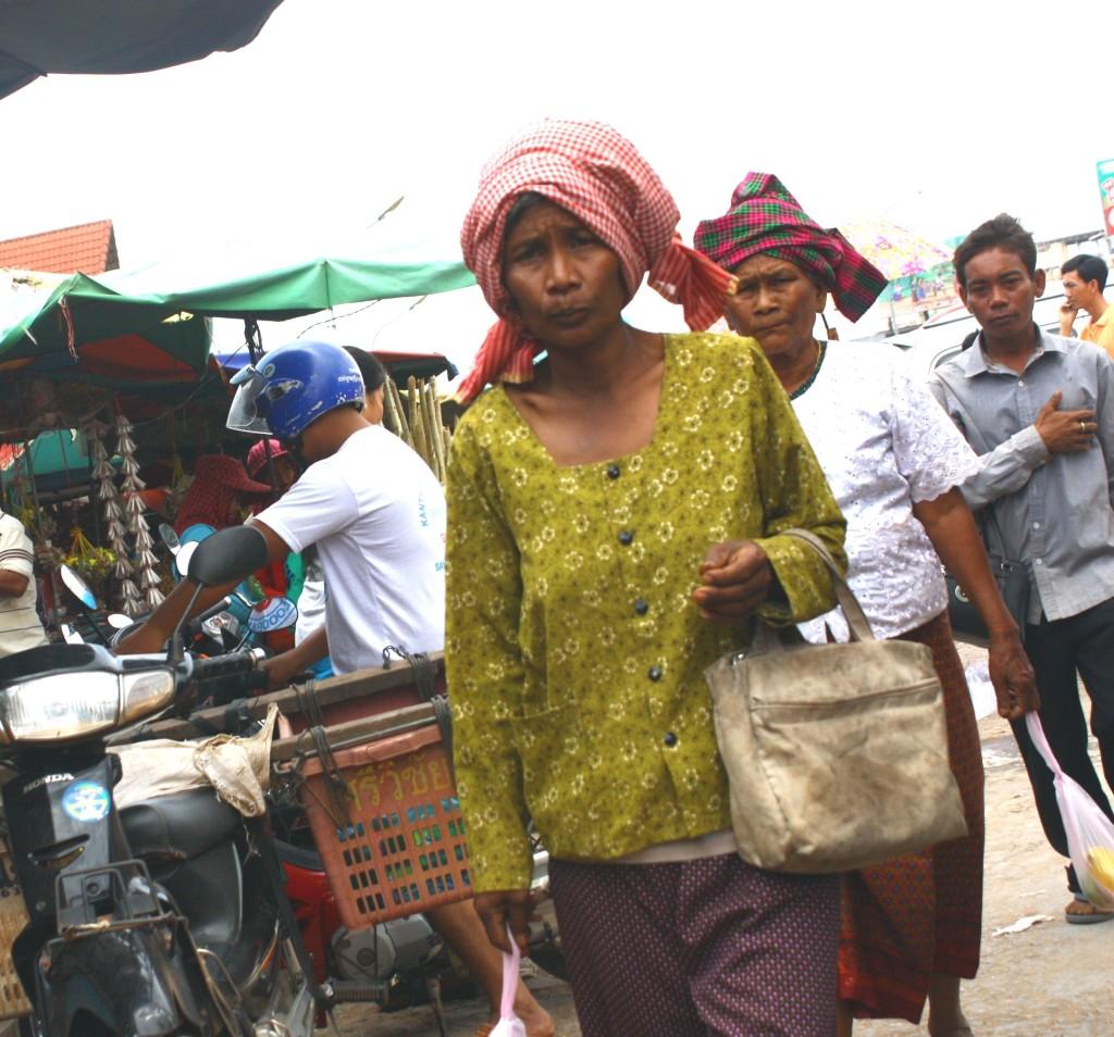 Камбоджа, местные женщины на рынке, фотография | shake-reality.com