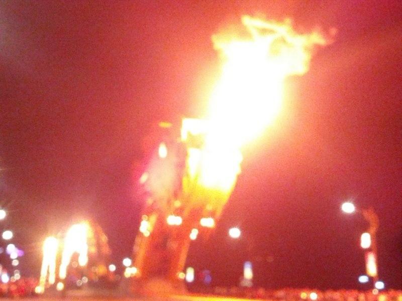 Мост дракона в Дананге дышит огнём